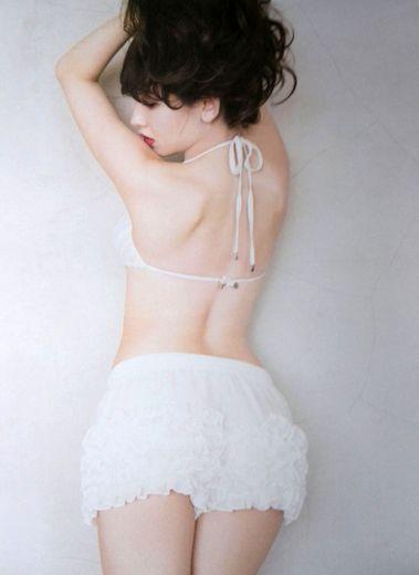 小嶋陽菜写真集お尻2.jpg